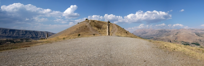 Karakuş, monument (of begraafplaats) ter nagedachtenis aan de vrouwelijke leden van de Koninklijke familie. Kommagene 1e eeuw v. Chr.