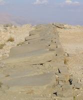 Omgevallen voorouder steles op het Noordterras van de Nemrud.