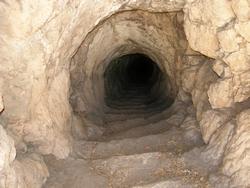 Tunnel in Arsameia met een lengte van meer dan 150 meter. Mogelijk ziet de ingang tot de tombe van Antiochos er eender uit.