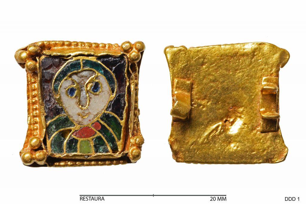 9e eeuwse heiligen fibula na de conservering, vondst van Do van Dijck